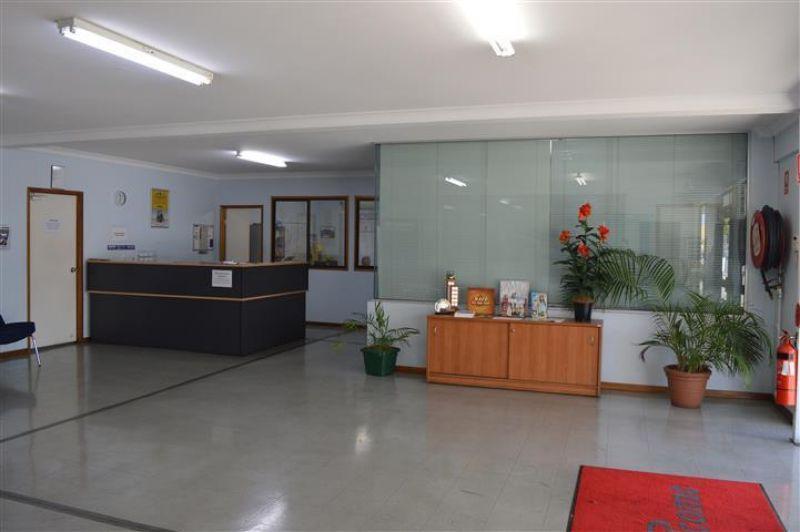 SHOWROOM, OFFICES & WORKSHOP