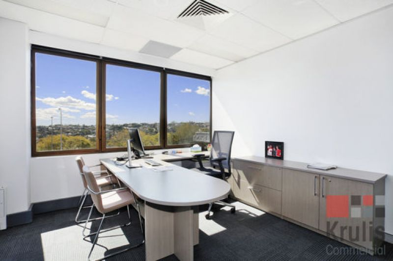 OFFICE SPACE INCLUDING FREE PARKING