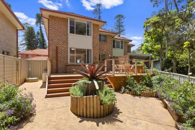 Lakeside Terraces rare Avoca townhouse, footsteps to the water