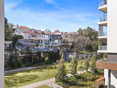 Premium Park-Facing Apartment In Harold Park