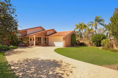 Robina Quays Family Home - 866m2 Block + Pool