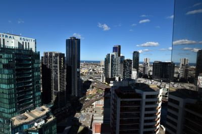 Prima Pearl: 28th Floor - Enjoy Luxury Southbank Living!