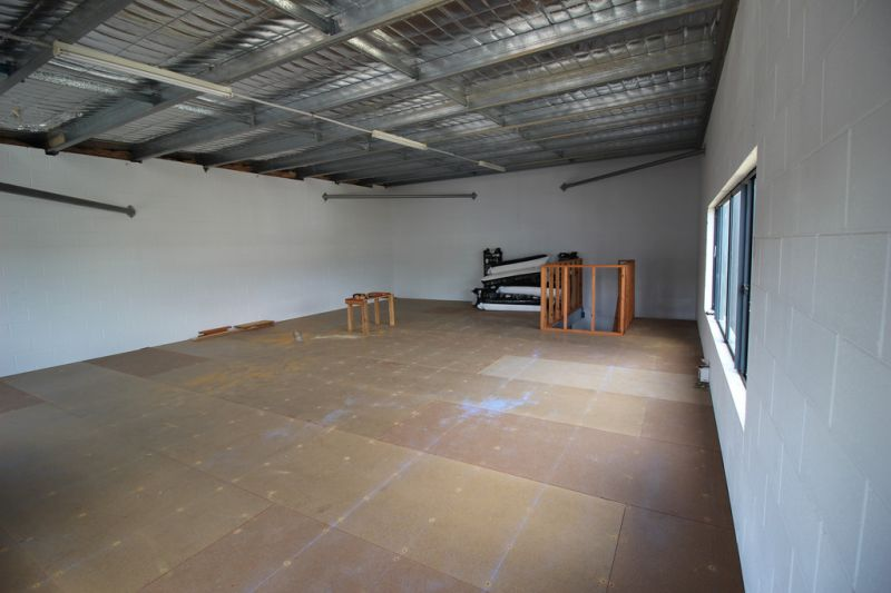 Warehouse With Mezzanine And Great Profile To Pease Street