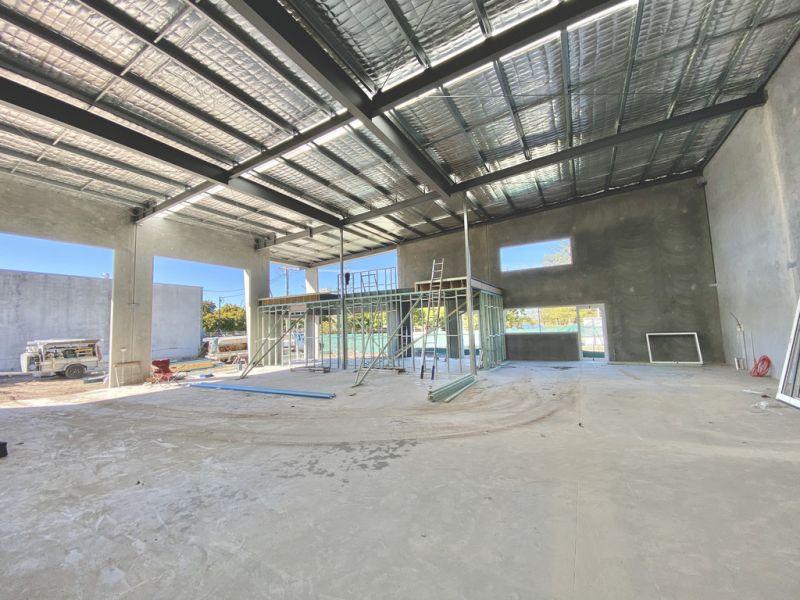 HUGE Exposure - Warehouse with Office/Showroom