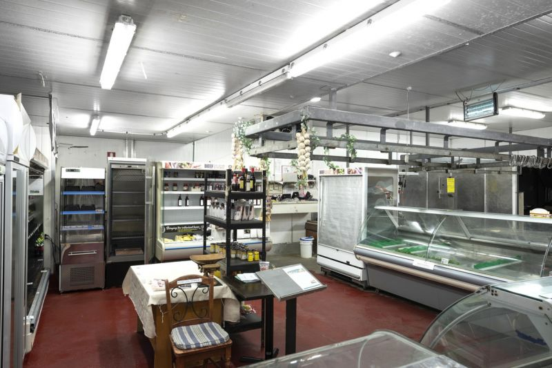 PROMINENT FREEHOLD OPPORTUNITY - ABSOLUTE PRIME LOCATION