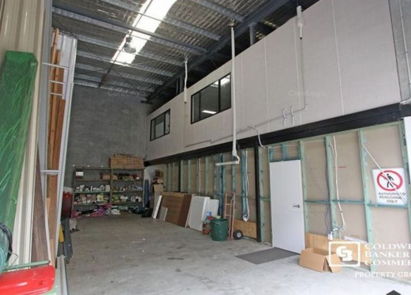 WAREHOUSE WITH PROFESSIONAL OFFICE OVER 2 LEVELS 194m2*