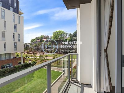 Stunning Oversized 1-Bedroom Apartment with Separate Study in Harold Park