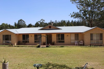 5 bedroom home on parklike acres close to river and beaches