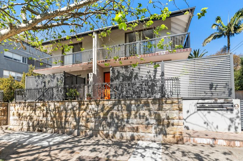 SPACIOUS TWO BEDROOM APARTMENT IN CONVENIENT CAMMERAY LOCATION