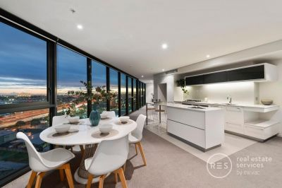 City and Bay Views in the Exclusive Yarra's Edge