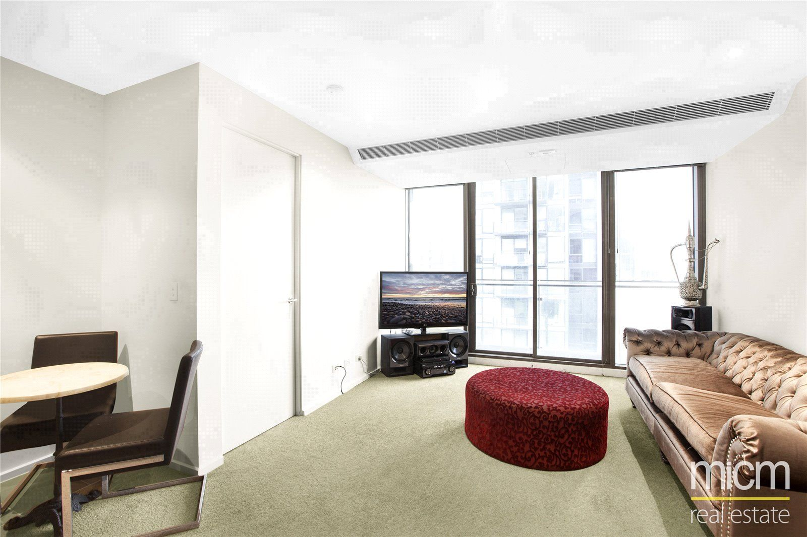 Epic: 27th Floor - Stunning One Bedroom Apartment in Southbank!