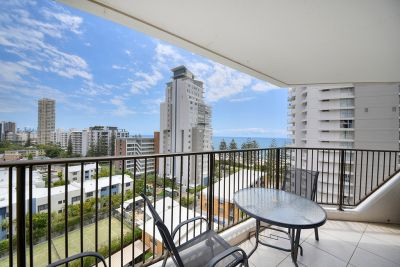 BURLEIGH HEADS  BEACHSIDE LIFESTYLE!!!