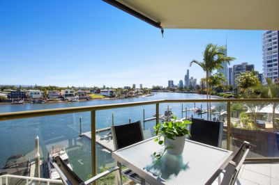 Surfers Stunner! Main River Views All Around
