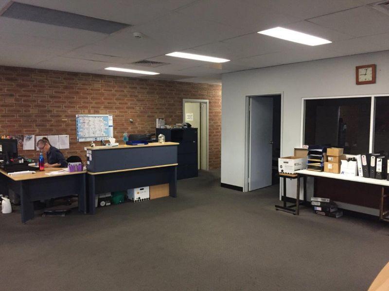 FUNCTIONAL OFFICE / WAREHOUSE IN KEY INDUSTRIAL PRECINCT