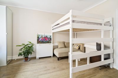 Fully Furnished Apartment in Central Locale
