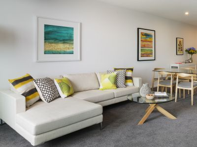 Southbank Grand: Large NEAR NEW 2 Bedrooms with Carspaces!