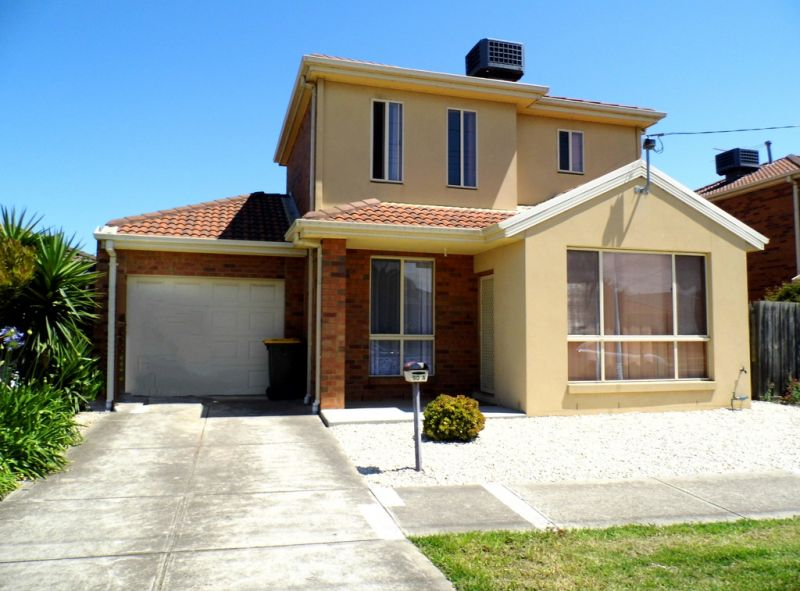 WELL PRESENTED 3 BEDROOM FAMILY HOME!!!!