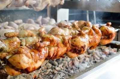 Busy Charcoal Chicken near Surrey Hills – Ref:11332