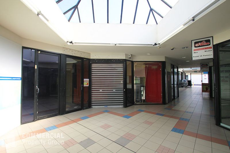 RETAIL/COMMERCIAL SPACE IN BUSY ARCADE