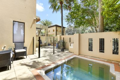HUGE 3 Bedroom Townhouse with private Pool