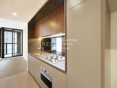 Near-New 1-Bedroom Apartment in Green Square