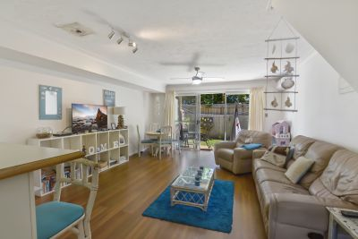 Beautiful Spacious Townhouse, Mermaid Waters Living At its Best