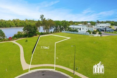 770m2 of Water front Living