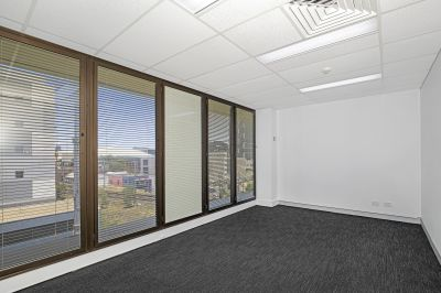 REFURBISHED OFFICE WITH FUNCTIONAL FIT OUT!