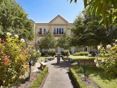 Southbank Gardens - Gorgeous Double Storey Apartment!