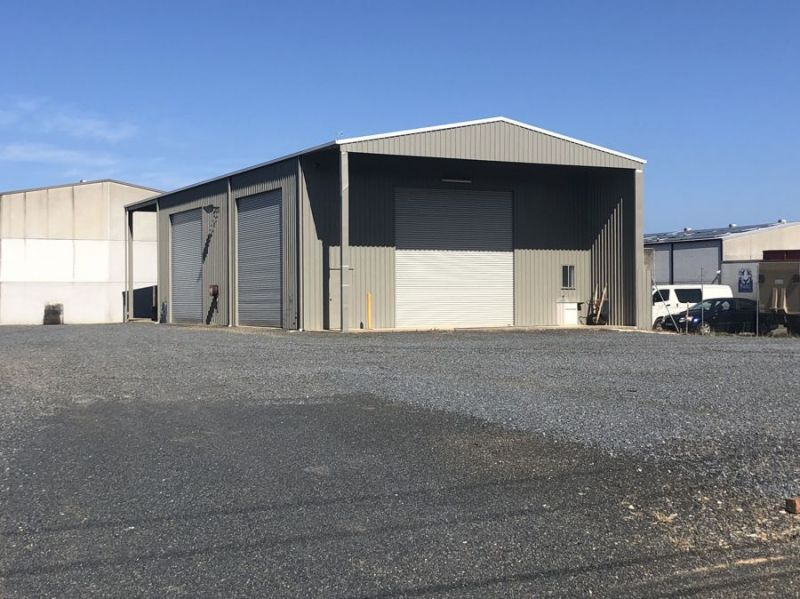High Clearance Warehouse With Secure Yard...