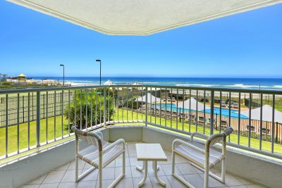 Absolute Beachfront 2 bedroom  Amazing Value