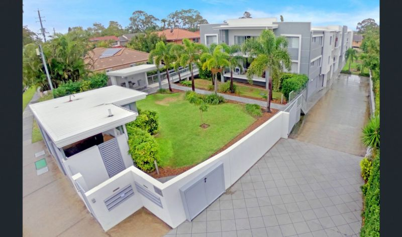 CONVENIENTLY LOCATED IN RUNAWAY BAY - MODERN 3 BEDDER AVAILABLE 1ST FEB