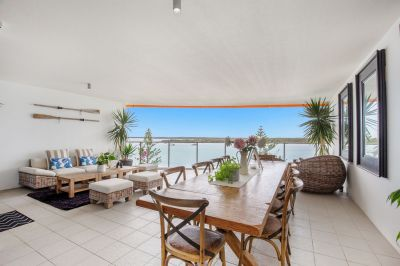 Luxury Two Bedroom Apartment With Ocean Views