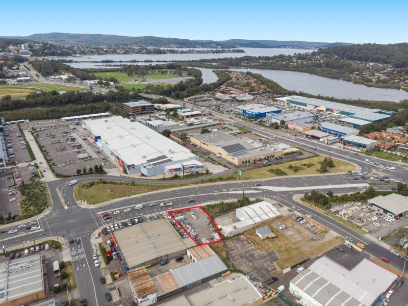 AUCTION  - MAIN ROAD FRONTAGE!