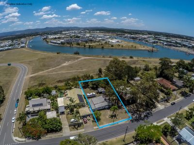 Large level block, waiting for your new home. Walk to new Hope Island Shopping Centre!