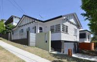 BEAUTIFUL & MODERN THREE BEDDER IN BULIMBA!