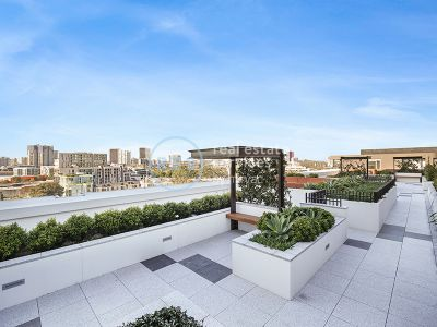 Modern 2-Bedroom Apartment near Green Square Station!