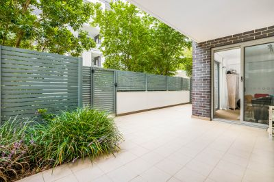 Private ground-floor apartment in the acclaimed 'Rosedale' complex