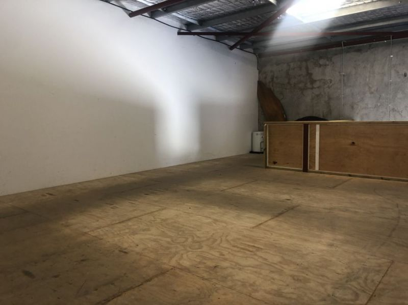 High clearance warehouse with glazed frontage and mezzanine...