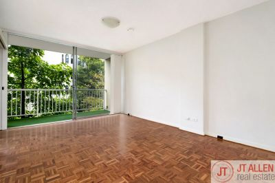 Spacious Studio Apartment In a Sought After Location + Car Space