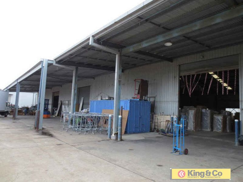 SPACIOUS WAREHOUSE FACILITY - SECONDS FROM IPSWICH MOTORWAY!