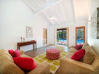 Amazing value!!! Gorgeous beach house on 985 sqm land