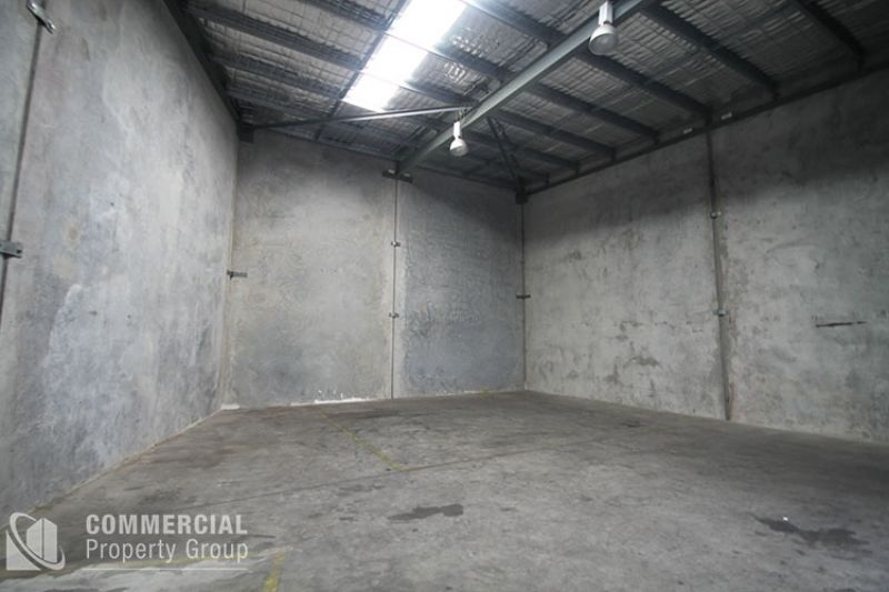 LEASED BY MITCHELL OWEN - FACTORY UNIT 180m² - CLOSE TO TRAIN STATION