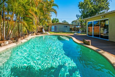 Renovated Home with Pool, Man-Cave' and Large Yard in Quiet Street