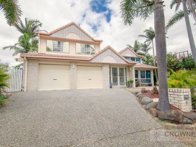 MASSIVE HOME WITH DUAL OCCUPANCY POTENTIAL
