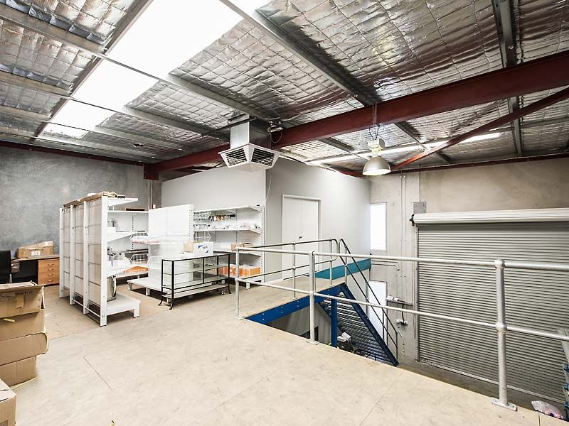 OFFICE / WAREHOUSE WITH ALL THE EXTRAS.
