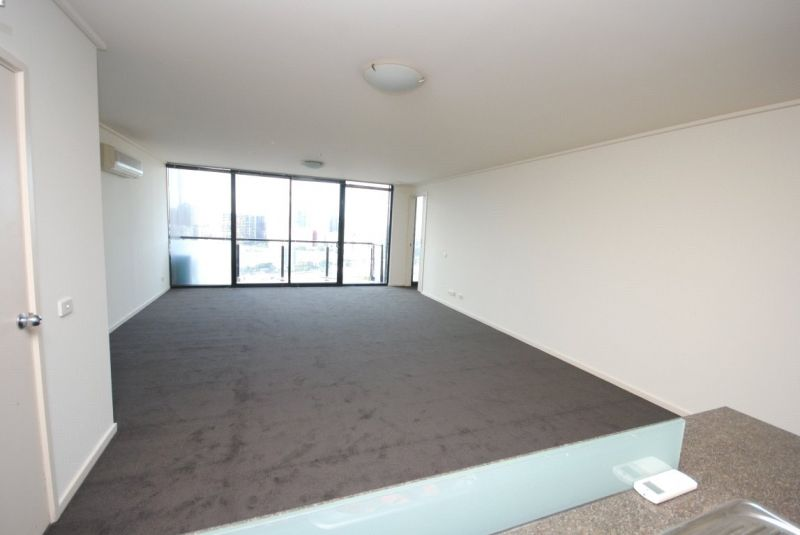 Victoria Tower: 20th Floor - Bright and Modern Three Bedroom!