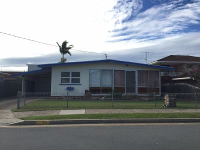 60's Beach Bungalow on Res B Land - Close to Broadwater