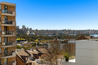 Sun-filled abode in the lively hub of Darlinghurst