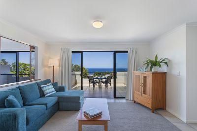 Terraced Villa with Coral Sea Views